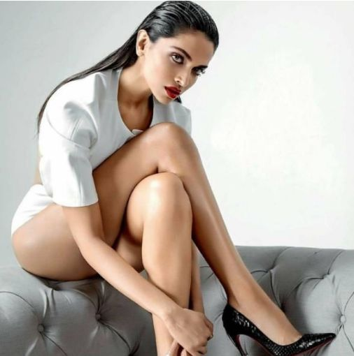 Deepika Padukone Sexy Pics 001