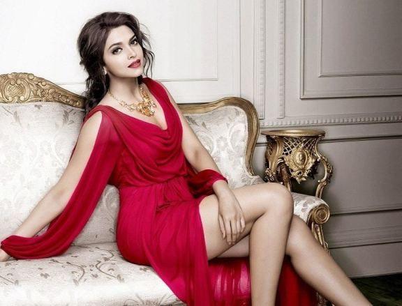 Deepika Padukone Sexy Pics 029