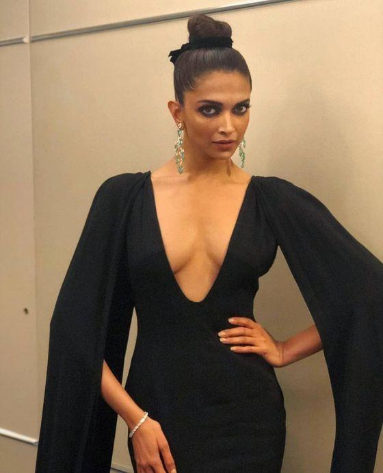 Deepika Padukone Sexy Pics 030