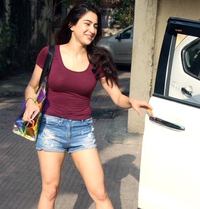 Sara Ali Khan Hot 018