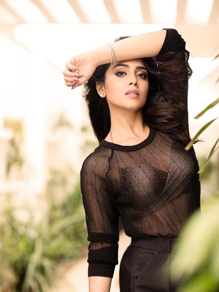 Shriya Saran Hot 002