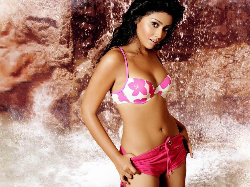Shriya Saran Hot 025