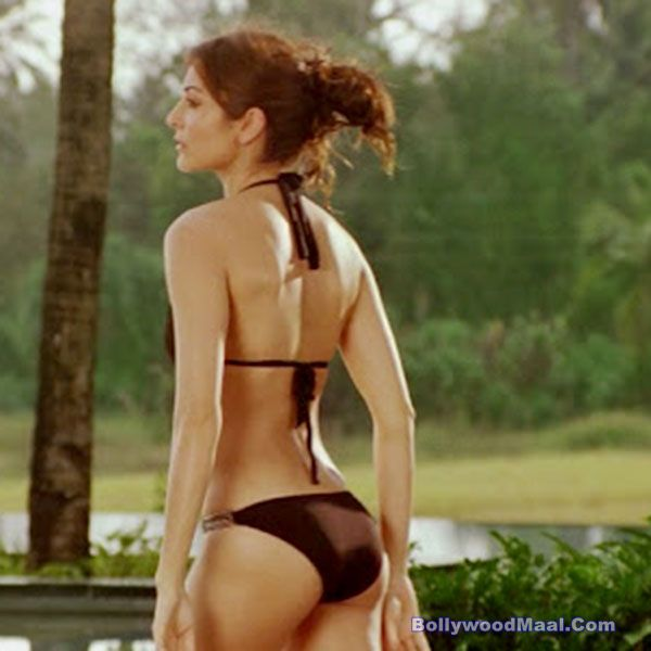Anushka Sharma Sexy Photos 003