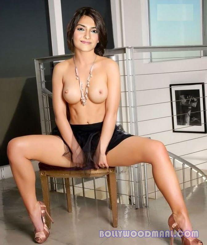Sonam Kapoor Nude Photos 023